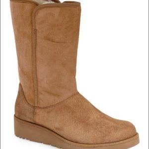 Ugg Aimee Boots in Chestnut